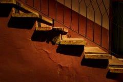 Βήματα που φωτίζονται από το θερμό φως ηλιοβασιλέματος Στοκ Εικόνες