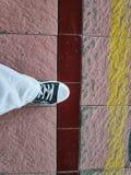 Βήματα προς τα εμπρός δεξιών ποδιών σε ένα πρόθεμα στοκ εικόνα με δικαίωμα ελεύθερης χρήσης