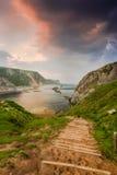 βήματα στην αγριότητα, παραλία του Dorset Στοκ φωτογραφία με δικαίωμα ελεύθερης χρήσης