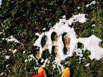 Βήματα στο χιόνι Στοκ εικόνα με δικαίωμα ελεύθερης χρήσης