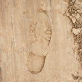 Βήμα παπουτσιών που αφήνεται στην άμμο Στοκ Φωτογραφίες