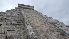 Βήμα-πυραμίδα & ναός της Maya σε Chichen Itza Στοκ Φωτογραφίες