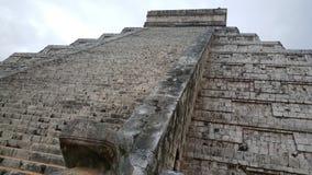 Βήμα-πυραμίδα & ναός της Maya σε Chichen Itza Στοκ φωτογραφίες με δικαίωμα ελεύθερης χρήσης