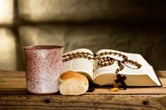 Βίβλος και Rosary Στοκ Εικόνα
