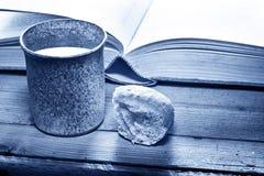 Βίβλος με τον κάλυκα Στοκ Φωτογραφίες