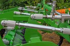 Βίδες ρύθμισης της γεωργικής μονάδας για τη διείσδυση των λειτουργώντας μερών σε ένα δεδομένο βάθος στοκ φωτογραφία