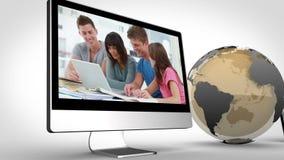 Βίντεο σπουδαστών στις συσκευές με μια ευγένεια γήινης εικόνας της NASA org απόθεμα βίντεο
