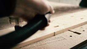 Βίντεο της λειτουργώντας ξύλινης συσκευής άλεσης απόθεμα βίντεο