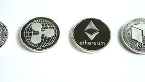 Βίντεο φωτογραφικών διαφανειών Bitcoin, Ethereum, κυματισμός, νεω, EOS, εξόρμηση, νομίσματα cryptocurrency Monero απόθεμα βίντεο