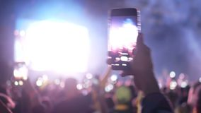 Βίντεο smartphone πλήθους κοριτσιών απόθεμα βίντεο