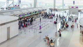 Βίντεο Timelapse των ταξιδιωτών στους μετρητές εισόδου του διεθνούς αερολιμένα Χονγκ Κονγκ απόθεμα βίντεο