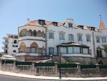 Βίλα στην ακτή του Κασκάις σε ένα ηλιόλουστο απόγευμα (Πορτογαλία) Στοκ εικόνες με δικαίωμα ελεύθερης χρήσης