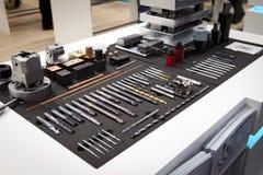 Βίδες που επεξεργάζονται τη διάτρυση και borer στη μηχανή στο Κ DÃ ¼ sseldorf Στοκ Εικόνες