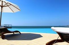 Βίλες Saman ξενοδοχείων λιμνών που κυλούν στον Ινδικό Ωκεανό στοκ εικόνες