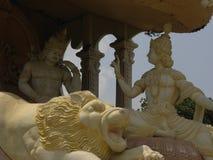 Βαγκαλόρη, Karnataka, Ινδία - 1 Ιανουαρίου 2009 κίτρινο άγαλμα χρώματος του Λόρδου Krishna και Arjuna Στοκ φωτογραφίες με δικαίωμα ελεύθερης χρήσης