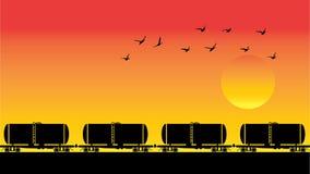 Βαγόνια εμπορευμάτων, πουλιά και ηλιοβασίλεμα δεξαμενών Στοκ φωτογραφία με δικαίωμα ελεύθερης χρήσης