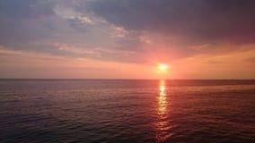 Βαθιά - κόκκινος ήλιος Στοκ εικόνα με δικαίωμα ελεύθερης χρήσης