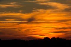 Βαθιά - κόκκινο πορτοκαλί ηλιοβασίλεμα Στοκ φωτογραφίες με δικαίωμα ελεύθερης χρήσης