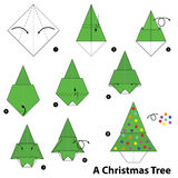 Βαθμιαία οδηγίες πώς να κάνει το origami ένα χριστουγεννιάτικο δέντρο Στοκ Φωτογραφία