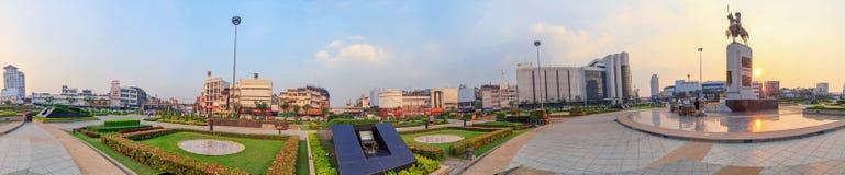 360 βαθμός αγάλματος Taksin βασιλιάδων στον κύκλο Wongwainyai Στοκ φωτογραφία με δικαίωμα ελεύθερης χρήσης