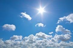 Βαθύς ήλιος μπλε ουρανού και καλοκαιριού Στοκ εικόνα με δικαίωμα ελεύθερης χρήσης