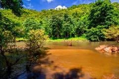βαθύς δασικός ταϊλανδικός καταρράκτης πάρκων βουνών εθνικός Στο βαθύ δάσος Στοκ Φωτογραφίες