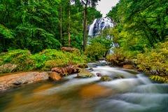 βαθύς δασικός ταϊλανδικός καταρράκτης πάρκων βουνών εθνικός Στο βαθύ δάσος Στοκ εικόνες με δικαίωμα ελεύθερης χρήσης
