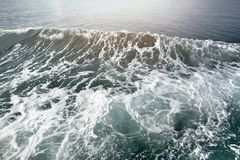 Βαθύς μπλε ωκεάνιος αφρός κυμάτων στο υπόβαθρο textuer Στοκ εικόνες με δικαίωμα ελεύθερης χρήσης