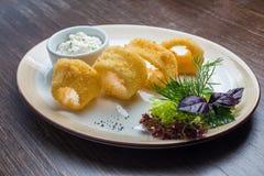 Βαθύ τηγανισμένο κτύπημα calamari δαχτυλιδιών καλαμαριών Στοκ φωτογραφίες με δικαίωμα ελεύθερης χρήσης