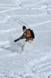 βαθύ χιόνι σκονών snowboarder στοκ εικόνα
