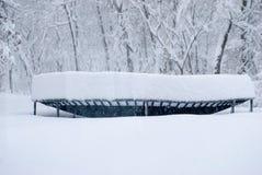 Βαθύ χιόνι στο τραμπολίνο Στοκ Εικόνα