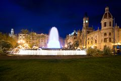 Βαλένθια Δημαρχείο Plaza del Ayuntamiento με τη ζωηρόχρωμη πηγή Στοκ φωτογραφίες με δικαίωμα ελεύθερης χρήσης