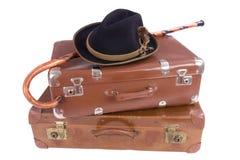 βαλίτσες δύο ραβδιών καπέλων εκλεκτής ποιότητας περπάτημα Στοκ εικόνα με δικαίωμα ελεύθερης χρήσης