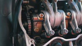 Βαλβίδες και μηχανισμοί βαλβίδων στη μηχανή μοτοσικλετών Μηχανή μοτοσικλετών αξόνων φιλμ μικρού μήκους