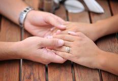 βαλεντίνοι χεριών ημέρας στοκ φωτογραφία