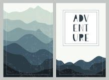Βαλμένα σε στρώσεις υπόβαθρα βουνών με συρμένη τη χέρι εγγραφή ριψοκινδυνεμμένο Σύνολο υπαίθριων καρτών απεικόνιση αποθεμάτων
