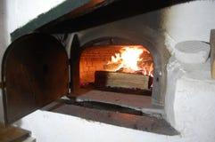 Βαλμένος φωτιά ξύλο φούρνος στη γαλλική σιταποθήκη Στοκ φωτογραφία με δικαίωμα ελεύθερης χρήσης