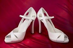 βαλμένο τακούνια υψηλό λευκό παπουτσιών Στοκ Εικόνα
