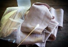 Βαμβάκι αλλά με τη σάλτσα πληγών επιδέσμων Στοκ εικόνες με δικαίωμα ελεύθερης χρήσης