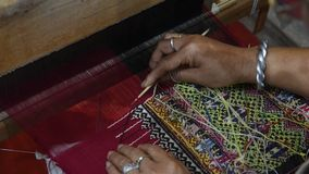 Βαμβάκι που υφαίνεται παραδοσιακό απόθεμα βίντεο