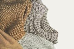 Βαμμένη εικόνα τρία θερμά πουλόβερ στο ελαφρύ υπόβαθρο Μπορεί να είναι Στοκ εικόνα με δικαίωμα ελεύθερης χρήσης