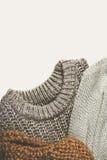 Βαμμένη εικόνα τρία θερμά πουλόβερ στο υπόβαθρο lighte, κάθετο Στοκ Εικόνα