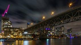 Βανκούβερ Καναδάς - 15 Δεκεμβρίου 2017: Γέφυρα και Βανκούβερ Granville κεντρικός στη νυχτερινή άποψη από το νησί Granville Στοκ φωτογραφία με δικαίωμα ελεύθερης χρήσης