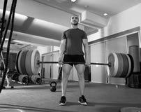 Βαρέων βαρών ανυψωτικό άτομο φραγμών γυμναστικής ικανότητας Crossfit workout στοκ εικόνα με δικαίωμα ελεύθερης χρήσης