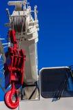 Βαρέων καθηκόντων κόκκινος γάντζος κινητών γερανών Στοκ φωτογραφία με δικαίωμα ελεύθερης χρήσης