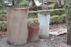 Βαρέλια που χαράζονται από έναν κορμό δέντρων Στοκ εικόνες με δικαίωμα ελεύθερης χρήσης