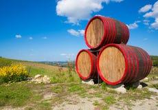 Βαρέλια σημαδιών winehouse πλησίον στοκ φωτογραφία με δικαίωμα ελεύθερης χρήσης