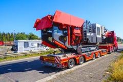 Βαριά μεταφορά, κινητός θραυστήρας σαγονιών στοκ εικόνα με δικαίωμα ελεύθερης χρήσης