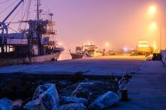 Βαριά ομίχλη πέρα από το καταφύγιο ψαράδων Marmara - την Τουρκία Στοκ φωτογραφίες με δικαίωμα ελεύθερης χρήσης