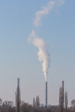 Βαριά ρύπανση καπνού από τους σωρούς εγκαταστάσεων παραγωγής ενέργειας άνθρακα Στοκ εικόνες με δικαίωμα ελεύθερης χρήσης